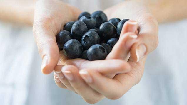 En handfull blåbär - stärker blodkärlen och motverkar erektionsproblem.